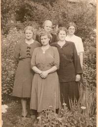 Foto/Erna (Nyk.Sj.),Ellen(Roskilde),Else(Kalundborg),Jonna og Helga (bagerst).jpg